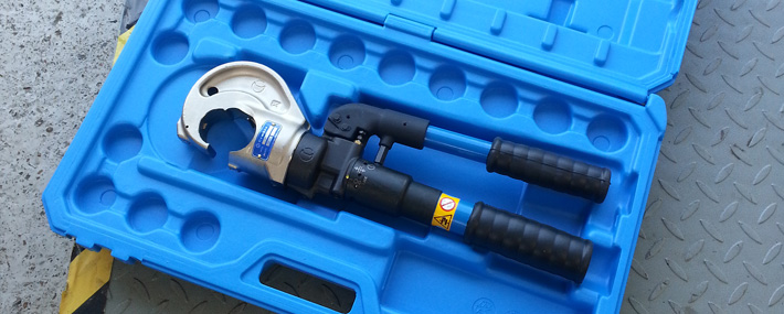 Hydraulic crimping tool service and maintenance